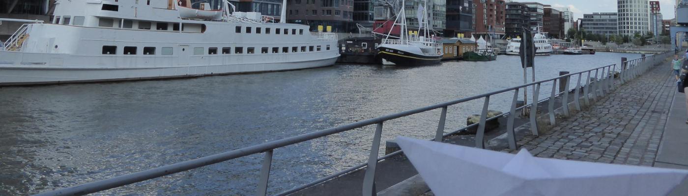 Slider-Foto Papierschiff Hafen-City