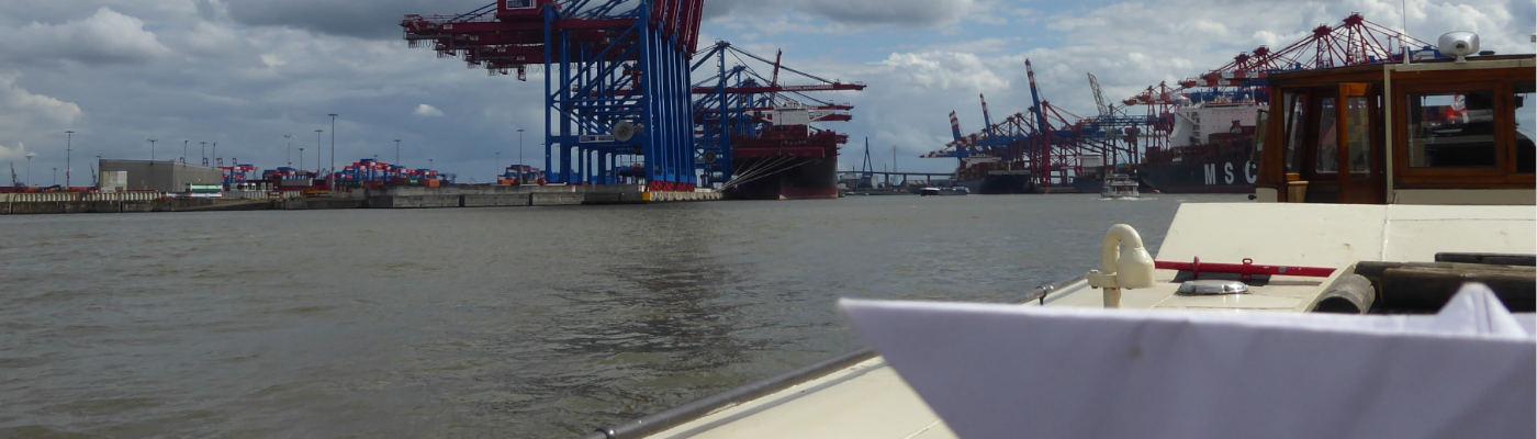 Slider-Foto Papierschiff Hafenbecken
